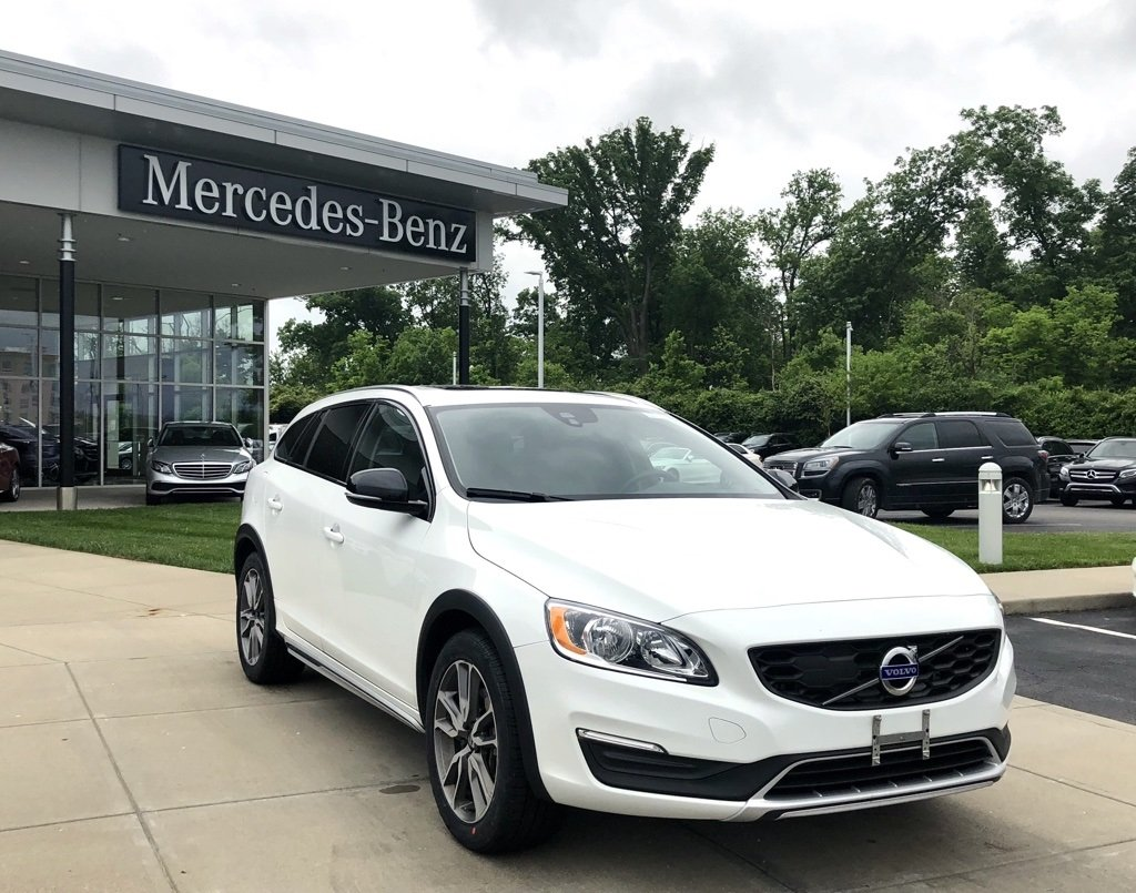 Photo Pre-Owned 2017 Volvo T5 V60 Cross Country