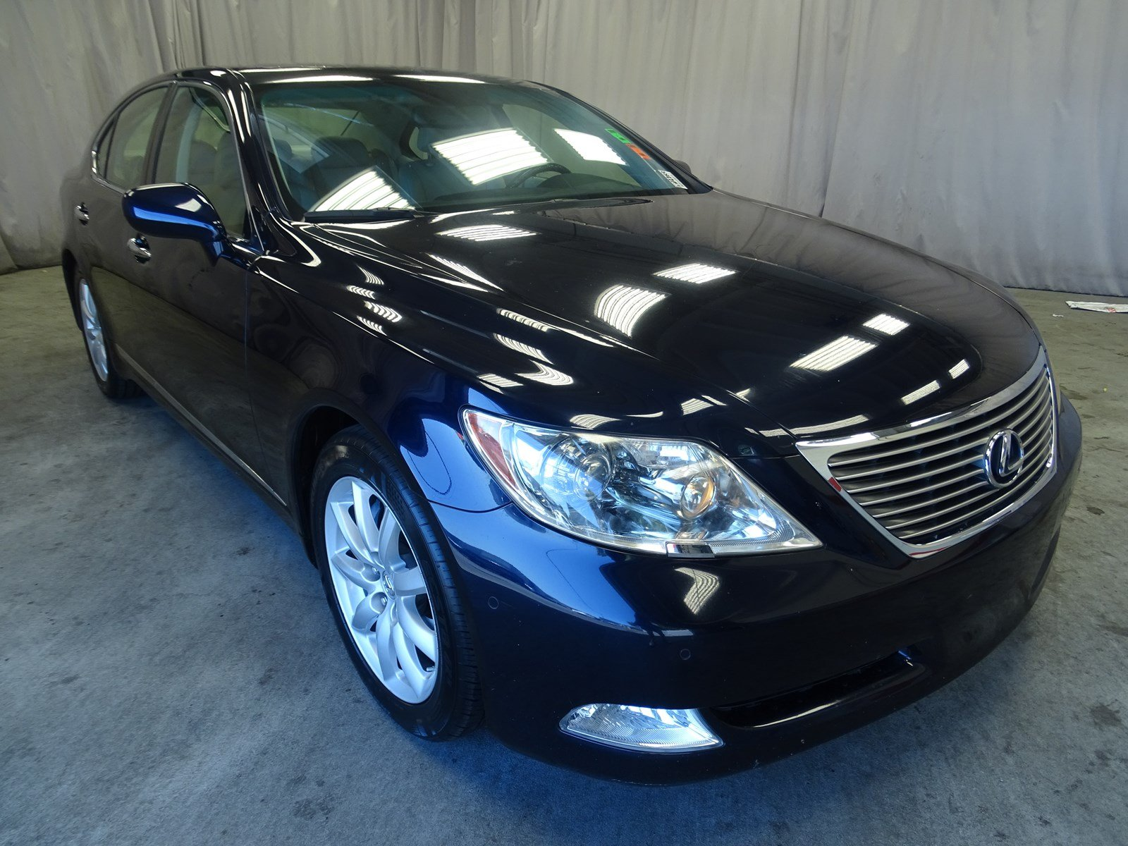 Photo Used 2007 LEXUS LS 460 Base For Sale in Sunnyvale, CA
