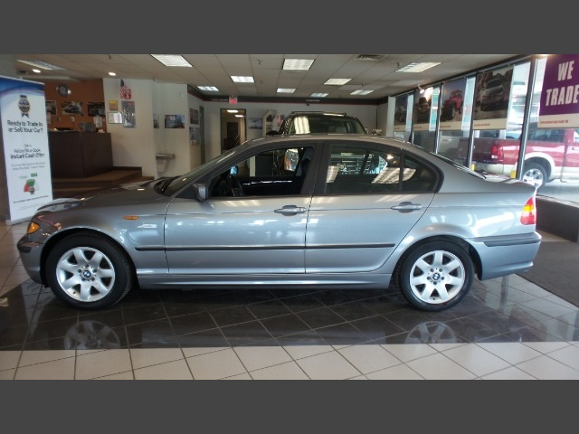 Photo 2004 BMW 325xi for sale in Hamilton OH