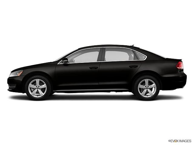 Photo Pre-Owned 2013 Volkswagen Passat 2.5L SE wSunroofNavigation Sedan in Greensboro NC