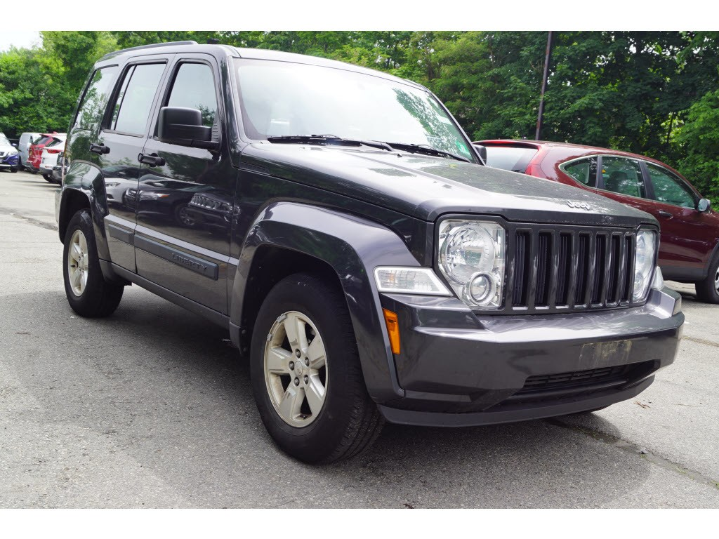 Photo Used 2010 Jeep Liberty Sport SUV for sale in Totowa NJ