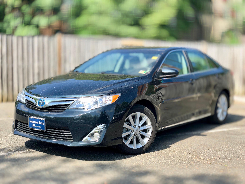 Photo Pre-Owned 2014 Toyota Camry Hybrid in Arlington, VA