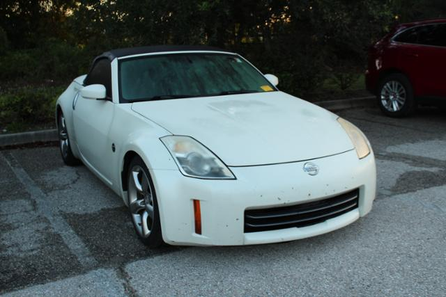 Photo Pre-Owned 2006 Nissan 350Z 2dr Roadster Grand Touring Auto Convertible