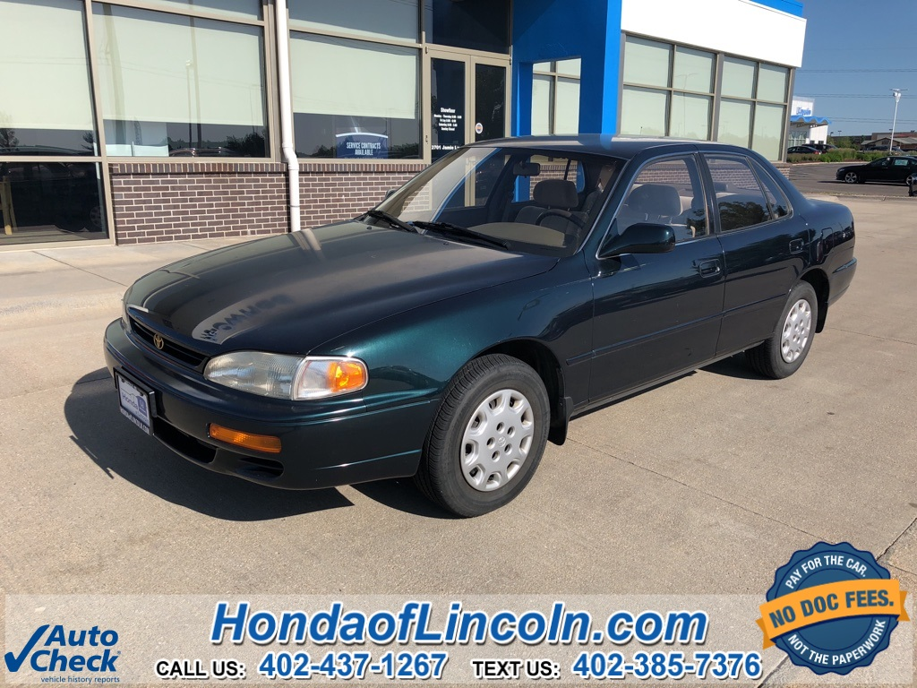 Photo Pre-Owned 1995 Toyota Camry LE 4D Sedan