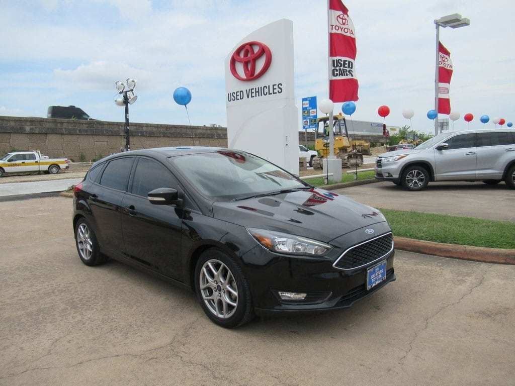 Photo Used 2015 Ford Focus SE Hatchback FWD For Sale in Houston