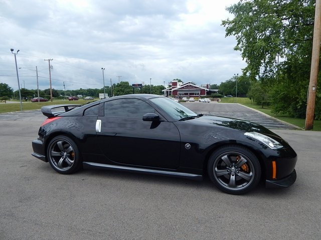 Photo Pre-Owned 2008 Nissan 350Z NISMO RWD 2D Coupe
