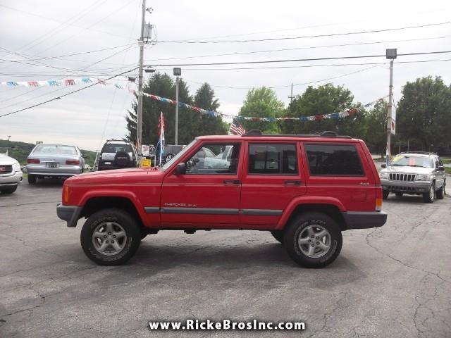 Photo 2000 Jeep Cherokee Sport 4-Door 4WD