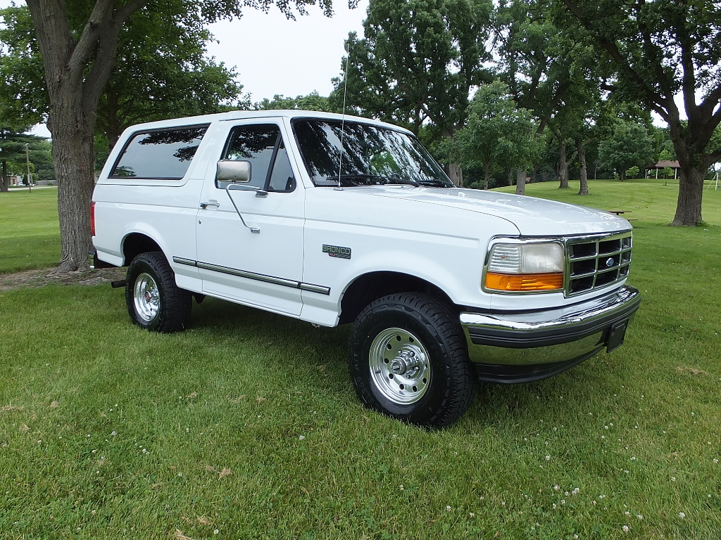 Photo 1995 Ford Bronco XLT