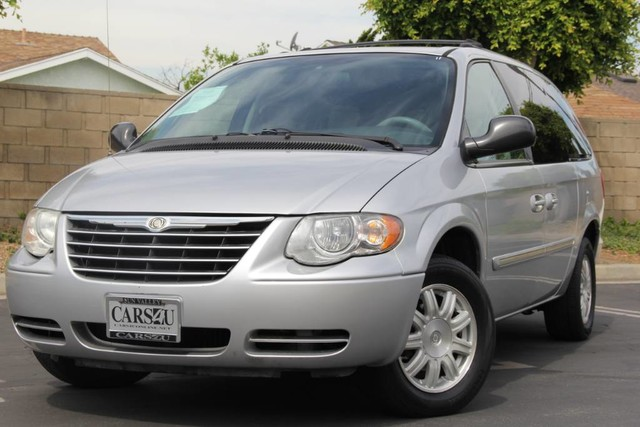 Photo 2006 Chrysler Town  Country LWB Touring 1 OWNER LOW MILES LOADED