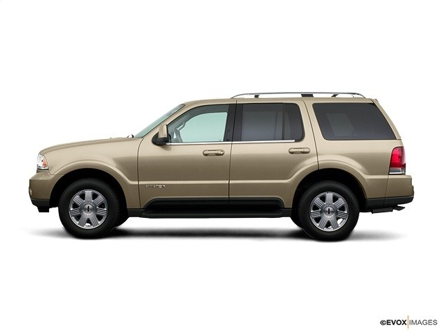 Photo 2005 Lincoln Aviator Luxury SUV For Sale in Bakersfield