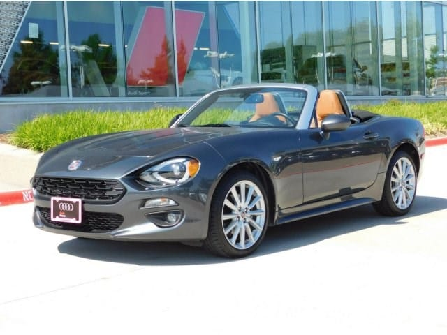 Photo 2017 FIAT 124 Spider Lusso 2dr Car