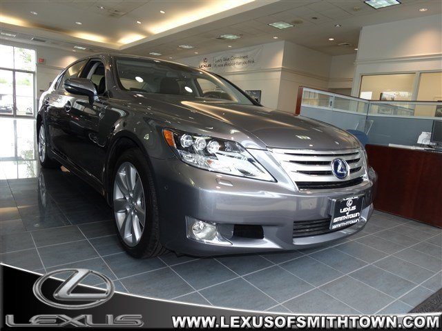Photo Used 2012 LEXUS LS 600h for sale in ,