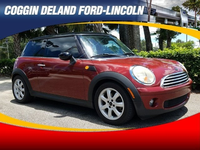 Photo Pre-Owned 2009 MINI Cooper Hardtop Base Coupe in Jacksonville FL