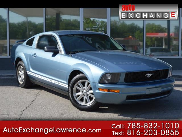 Photo 2005 Ford Mustang V6 Deluxe Coupe
