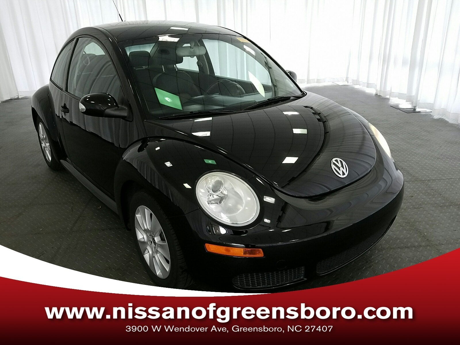 Photo Pre-Owned 2009 Volkswagen New Beetle 2.5L Hatchback in Greensboro NC