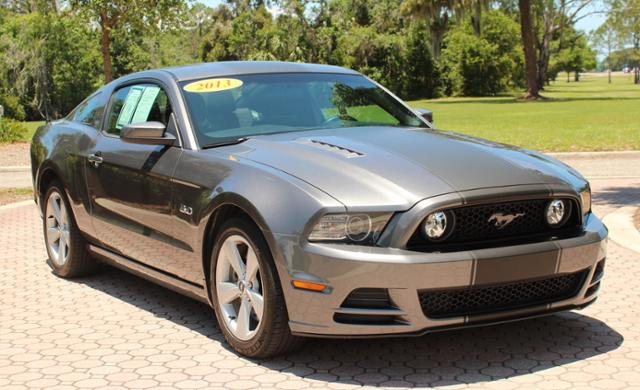 Photo Pre-Owned 2013 Ford Mustang GT 2dr Car