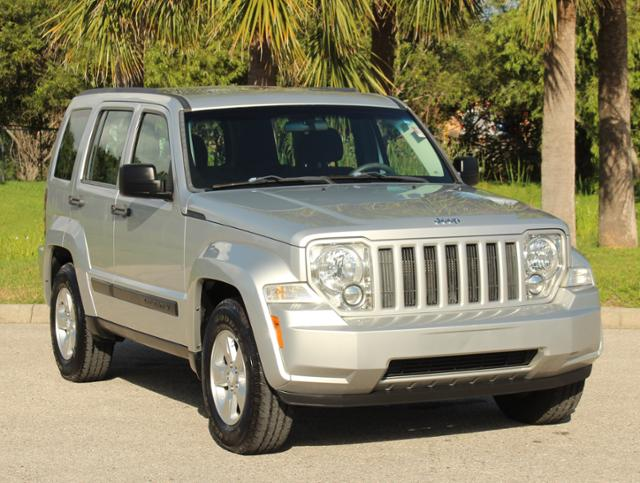 Photo Pre-Owned 2012 Jeep Liberty Sport Sport Utility