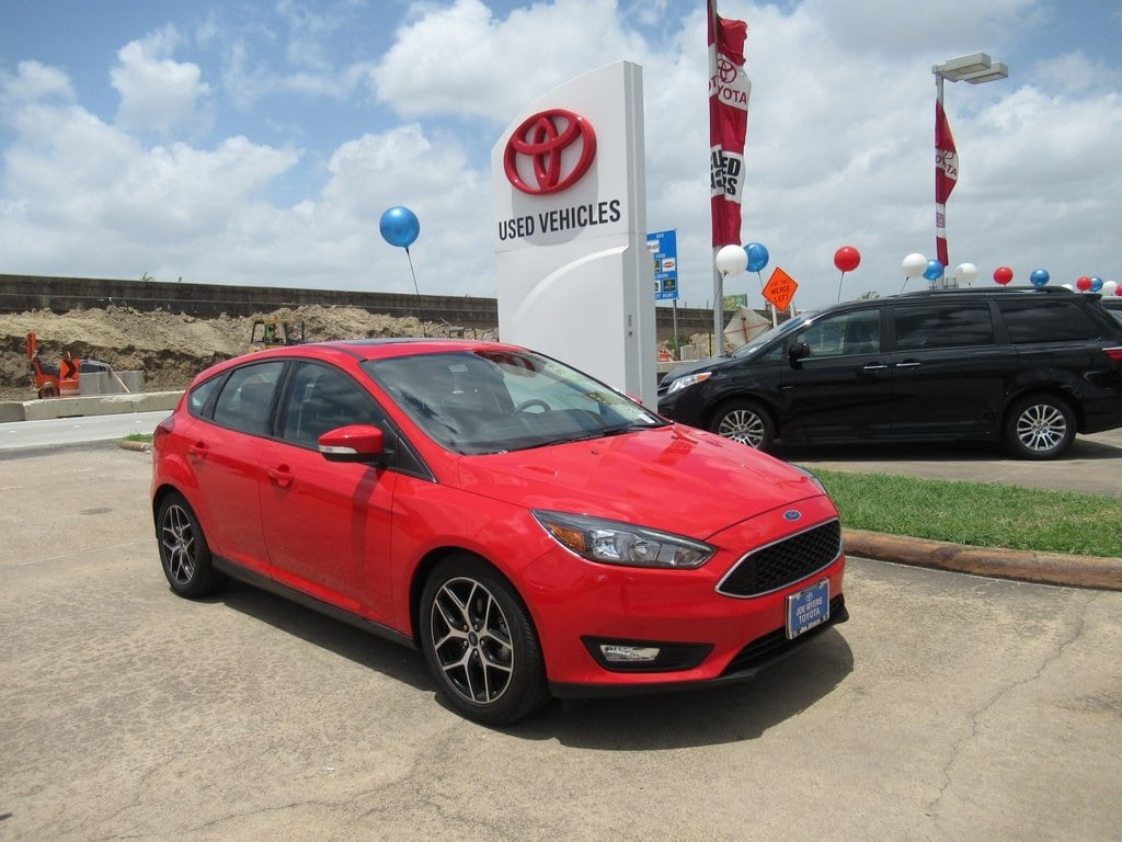 Photo Used 2017 Ford Focus SEL Hatchback FWD For Sale in Houston