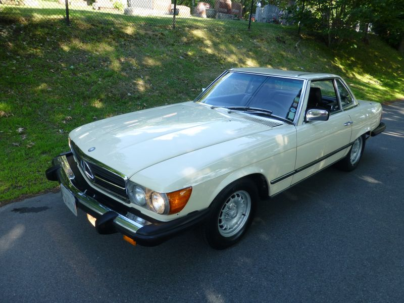 Photo Used 1985 Mercedes-Benz 380 Series 380SL