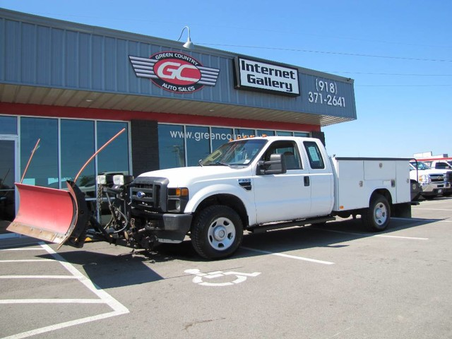 Photo 2008 Ford Super Duty F-350 SRW V10 4x4 Utility XL
