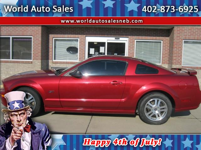 Photo 2005 Ford Mustang GT Deluxe Coupe