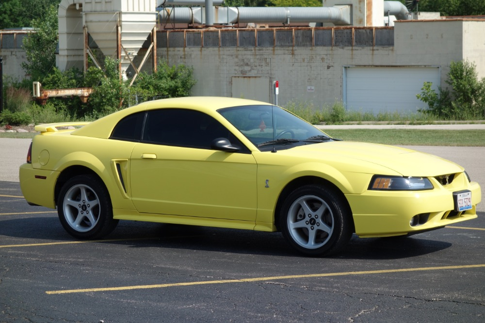 Photo 2001 Ford Mustang - COBRA- 4.6 L V8 - MAGNA FLOW EXHAUST -