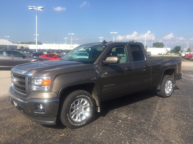 Photo Pre-Owned 2015 GMC Sierra 1500 Extended Cab SLE in Peoria, IL