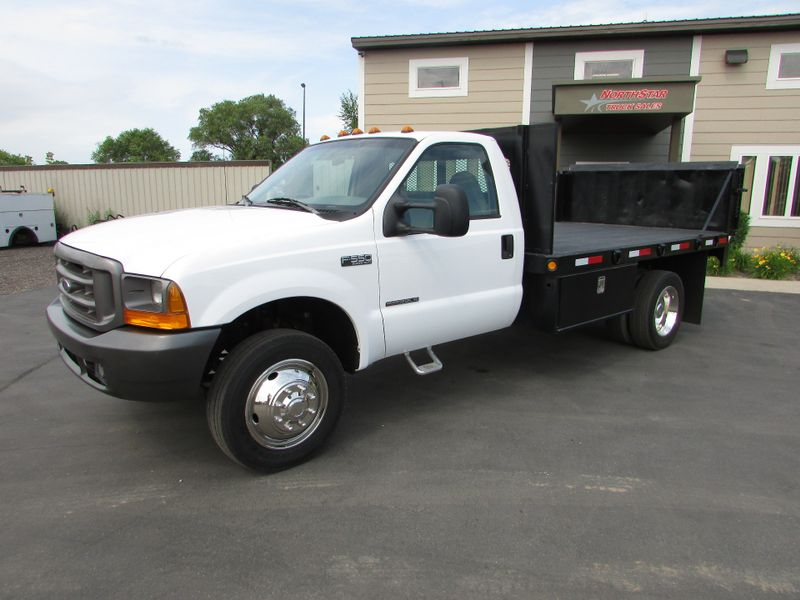 Photo Used 1999 Ford F-550 4x4 Flat-Bed Truck
