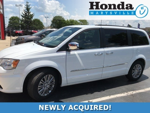 Photo Used 2014 Chrysler Town  Country Touring-L Van