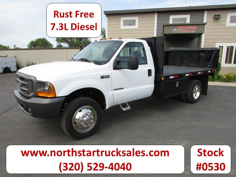 Photo Used 1999 Ford F-550 Flat Bed Truck