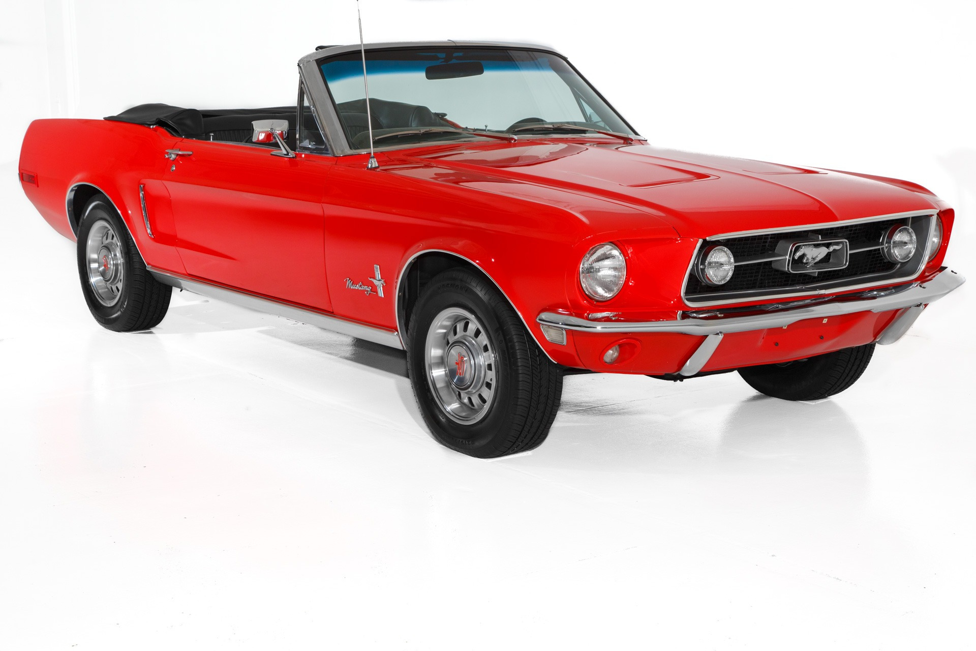 Photo 1968 Ford Mustang Candy Apple Red, New black interior