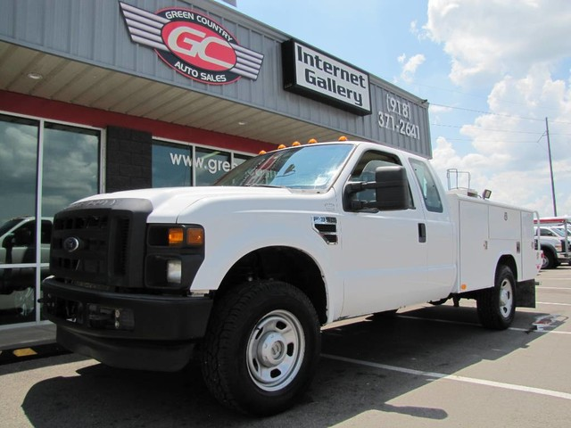Photo 2010 Ford Super Duty F-350 SRW V10 4x4 Utility XL