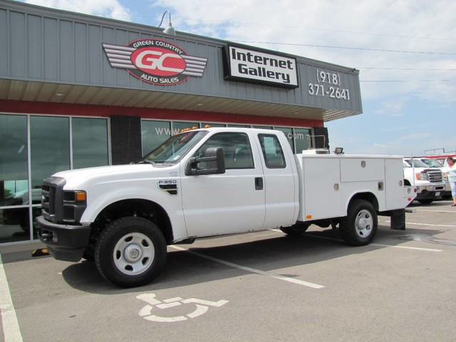 Photo 2010 Ford Super Duty F-350 SRW V10 4x4 Uti XL