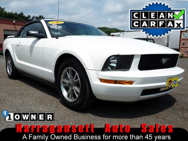 Photo 2005 Ford Mustang Convertible V-6 Auto Full Power Leather 1-Owner