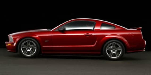Photo Used 2005 Ford Mustang GT Deluxe Coupe in Miami