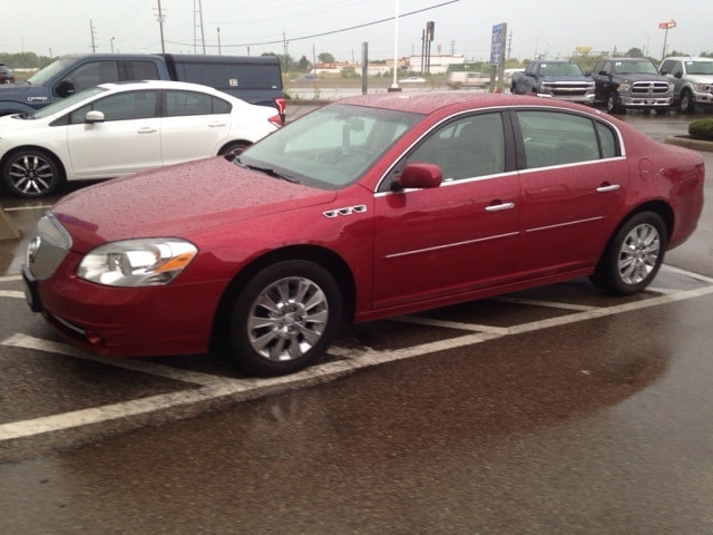 Photo Used 2010 Buick Lucerne For Sale in Monroe OH