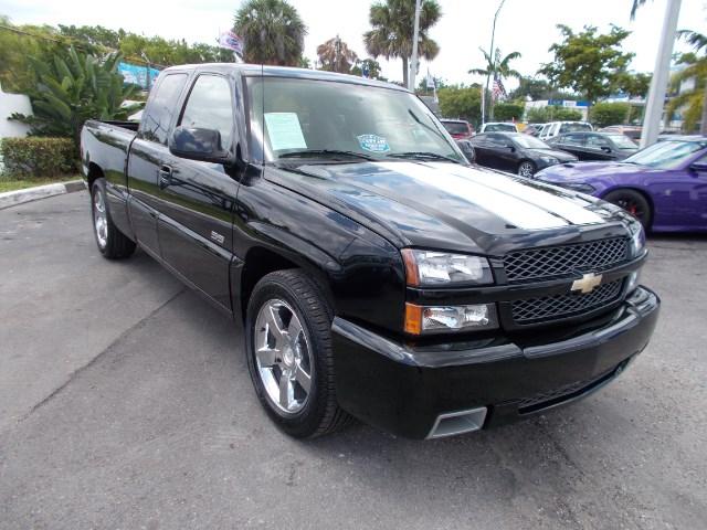 Photo 2005 Chevrolet Silverado 1500 SS Ext. Cab Short Bed 2WD