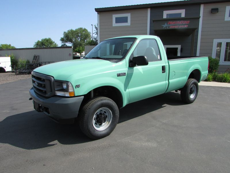 Photo Used 2004 Ford F-350 4x4 Pick-up Truck