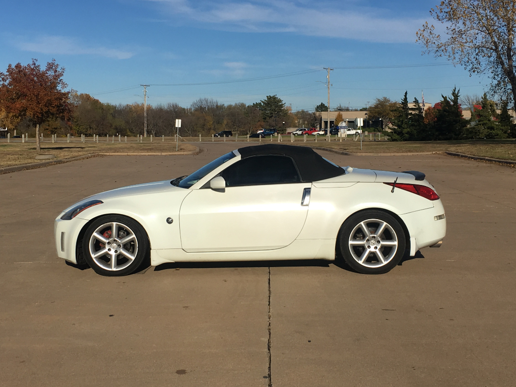 Photo 2005 Nissan 350Z 2dr Roadster Touring Auto