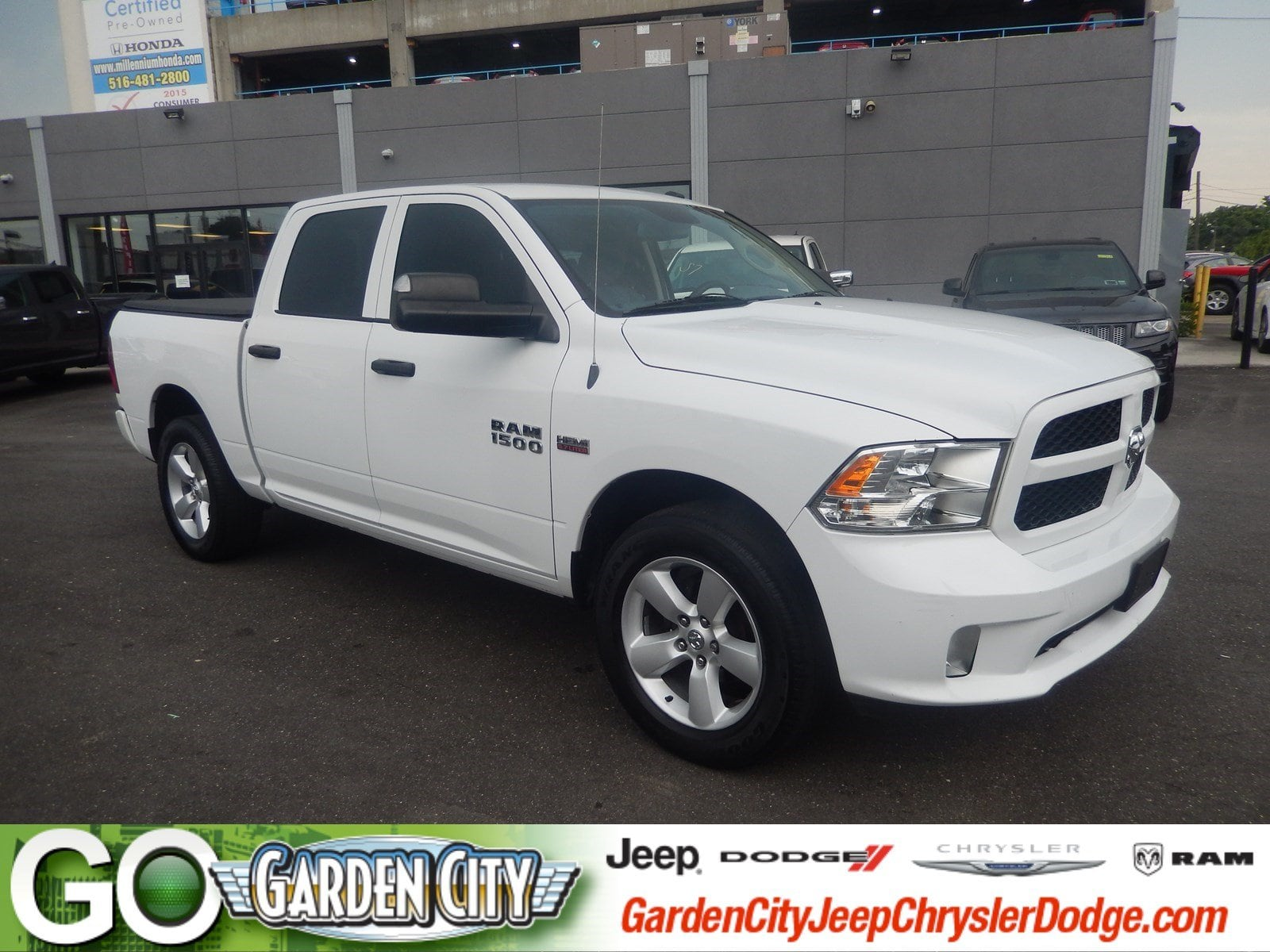 Photo Used 2015 Ram 1500 Express 4WD Crew Cab 140.5 Express For Sale  Hempstead, Long Island, NY