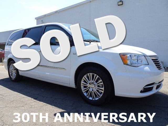 Photo 2014 Chrysler Town  Country Touring-L 30th Anniversary