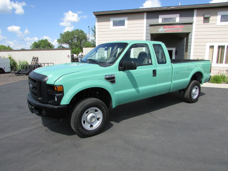 Photo Used 2008 Ford F-350 4x4 Pick-up Truck