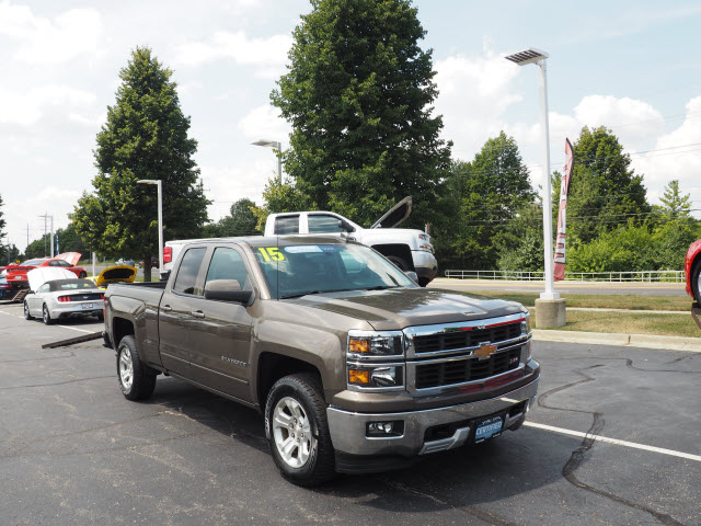 Photo Certified Pre-Owned 2015 Chevrolet Silverado 1500 LT LT2 4WD 4x4 LT 4dr Double Cab 6.5 ft. SB