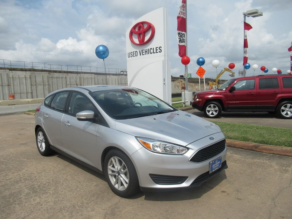 Photo Used 2017 Ford Focus SE Hatchback FWD For Sale in Houston