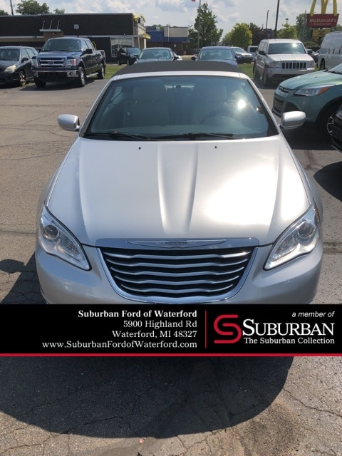 Photo Used 2012 Chrysler 200 Touring Convertible I-4 cyl in Waterford, MI