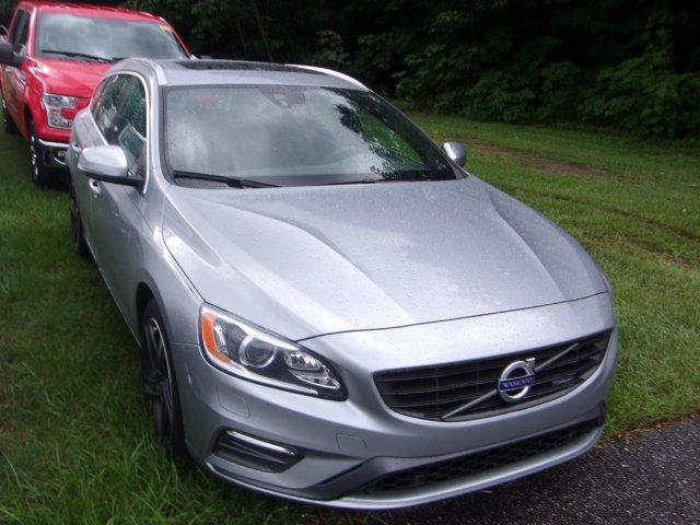 Photo Used 2015 Volvo V60 T6 R-Design Platinum Wagon