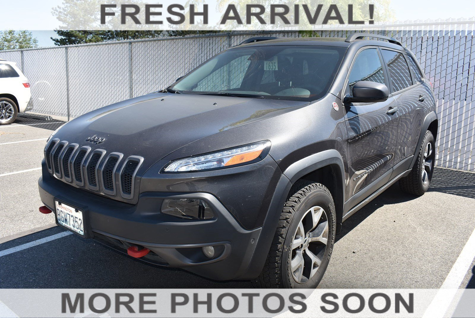 Photo Pre-Owned 2017 Jeep Cherokee Trailhawk L Plus With Navigation  4WD