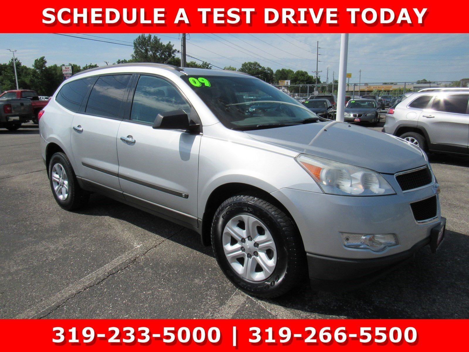 Photo Used 2009 Chevrolet Traverse LS FWD LS for Sale in Waterloo IA