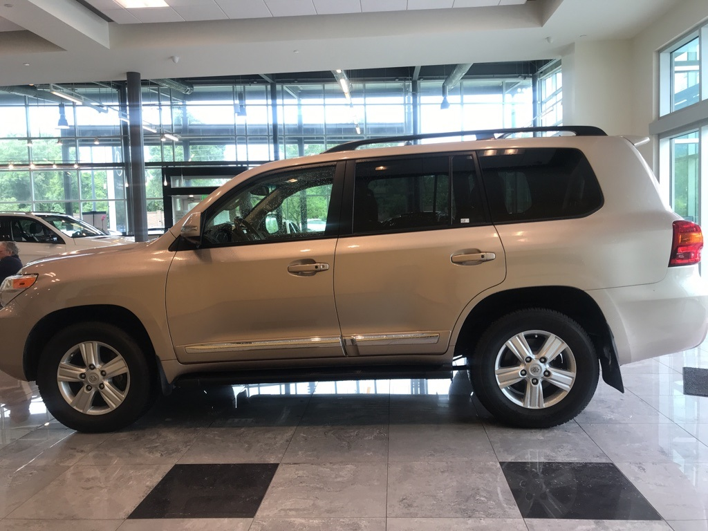 Photo Pre-Owned 2014 Toyota Land Cruiser Base 4WD