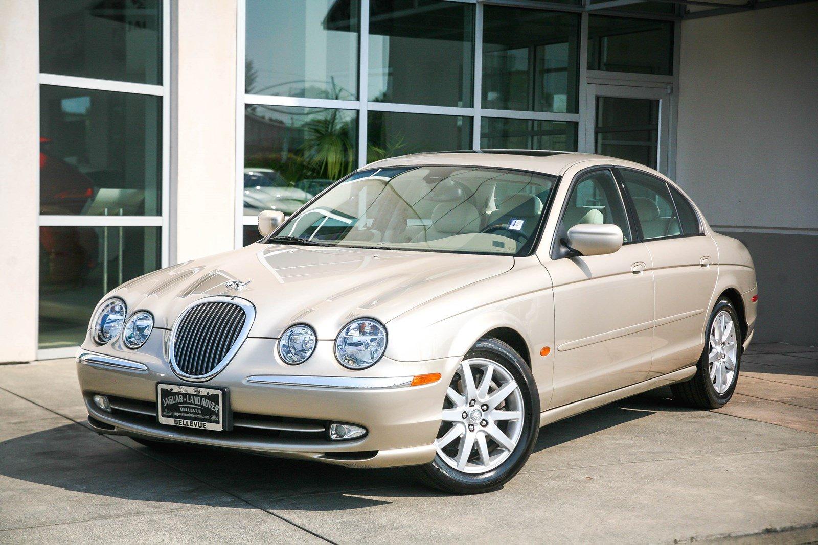 Photo Pre-Owned 2000 Jaguar S-TYPE V8 RWD 4dr Car